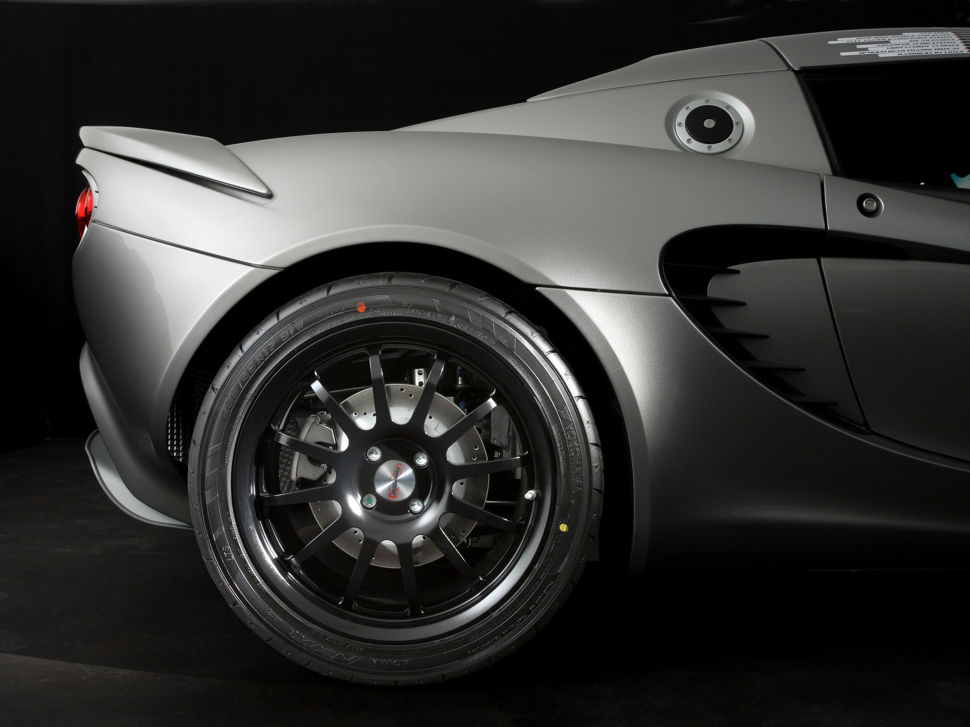 2008-lotus-eco-elise-rear-wheel-1920x1440